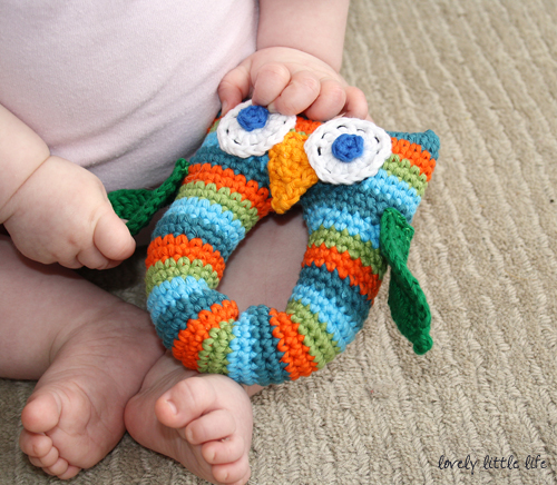 Diy Free Crochet Pattern For Baby Rattles : Stripey Owl Baby Rattle