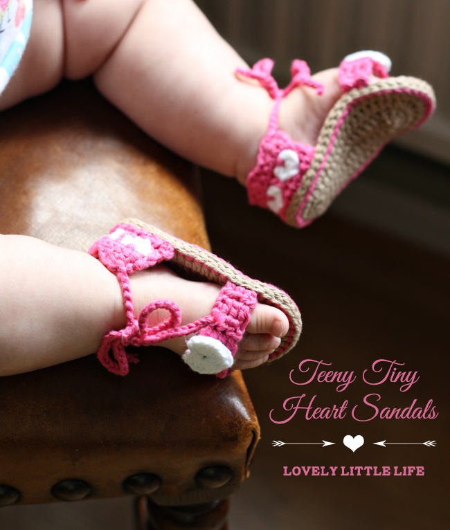 Post image for Teeny Tiny Heart Sandals {Crochet Pattern}
